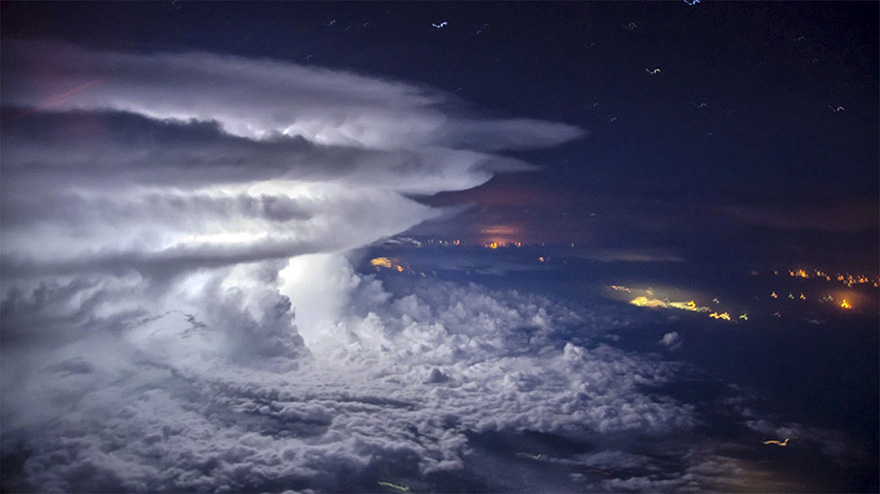 pilot-flies-above-the-thunderstorm-to-get-a-perfect-shot-of-it-at-37000-feet-577fab208a13b__880