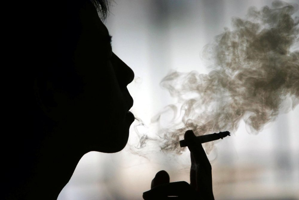 silhouette-smoking