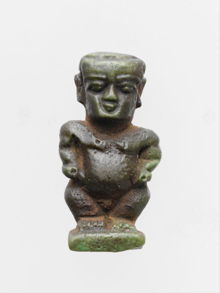 Египетски фаянсов амулет във формата на бога джудже Патайкос (664–30 пр. Хр.)