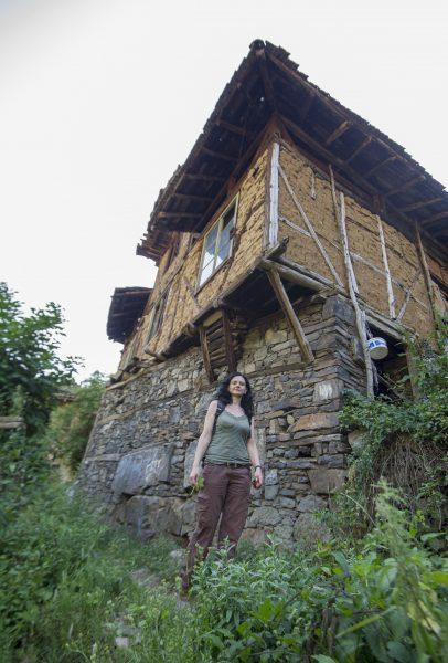 Пред къщата на Гинчовия змей. Снимка: Владимир Мачоков.