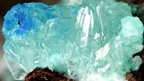 Симонколеит - един антропогенен минерал. Credit: RRUFF