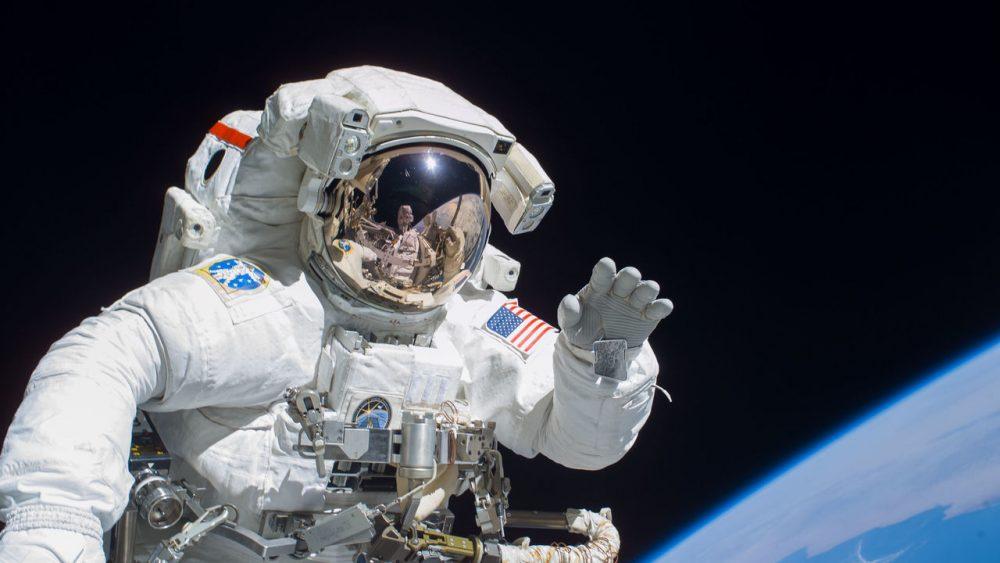 Космонавт Credit: NASA