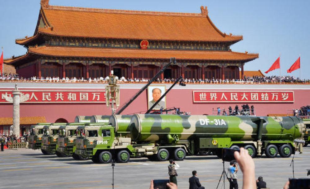 DF-31A ICBM. Интерконтиненталната балистична ракета DF-31A е най-способният реактивен снаряд на Китай с радиус от 11 200 км и потенциал за множество бойни глави. Credit: CCTV