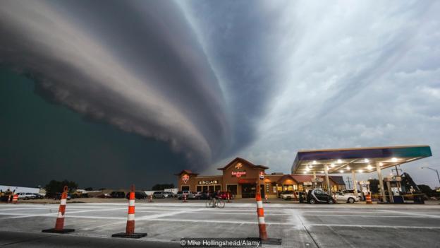 """Бурите """"bow echo"""" могат да предизвикат много сурово време. Credit: Mike Hollingshead/Alamy"""