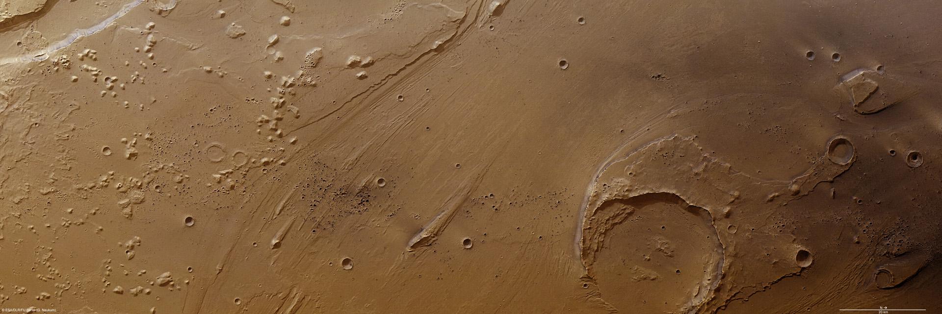 Марс Експрес наблюдава струпвания на скорошни кратери в Ares Vallis