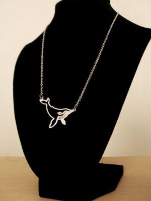 Щракнете върху снимката на гърбатия кит, за да ни подкрепите. :)