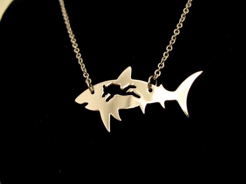 В КупиНаука.ком ще намерите тази и още акули, с които спокойно ще плувате в ежедневието си. Щракнете върху снимката, за да ги видите. :)