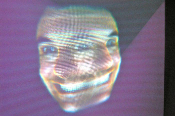 Софтуер, който разпознава лицето на всеки минувач, е готов за пазара. Руската полиция е вероятен първи клиент