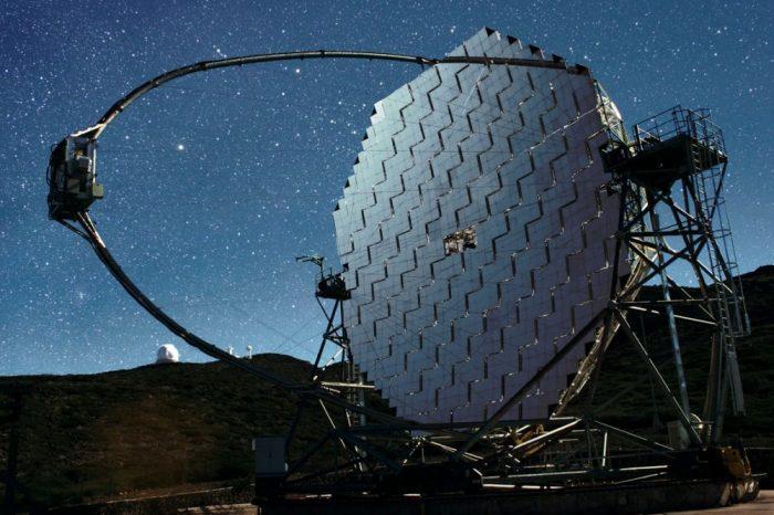 MAGIC наблюдава гравитационна леща при много високи енергии