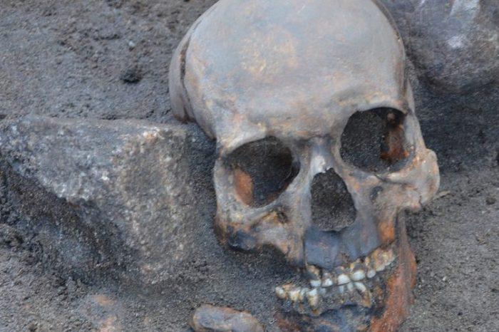 """В Полша са открити погребения на """"вампири"""""""