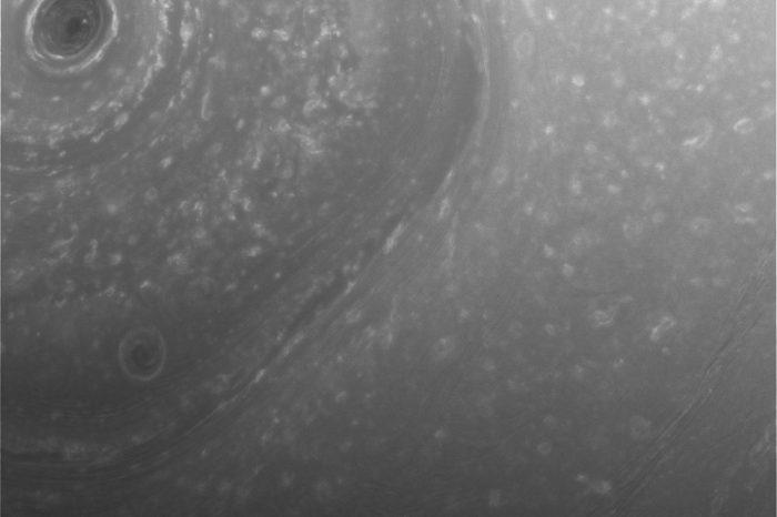 Касини изпрати първи снимки на Сатурн от новата орбита!
