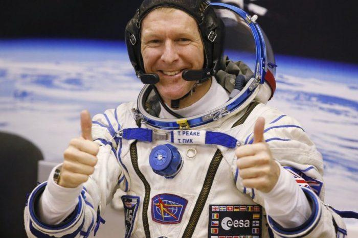 Колко души са нужни, за да изпратят астронавт в космоса?