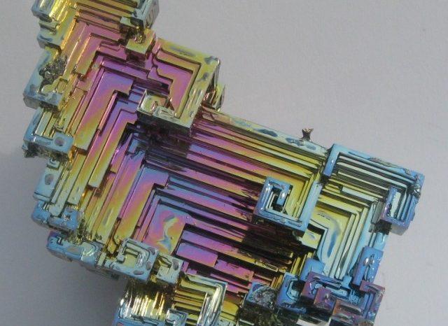 Този впечатляващ кристал изглежда така, сякаш идва от далечни светове