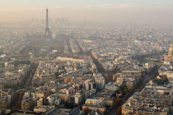 В Париж градският транспорт става безплатен, в опит да се справят с най-тежкия смог за последните 10 години