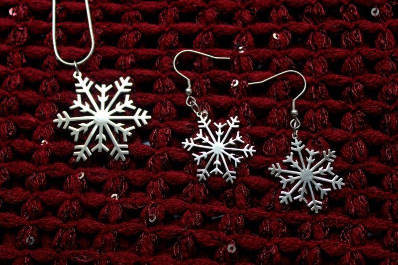 Макро снимки на снежинки от КупиНаука.ком. Щракнете върху изображението. :)