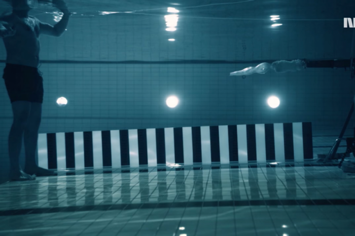 Видео: Какво се случва, когато човек се опита да се застреля под вода