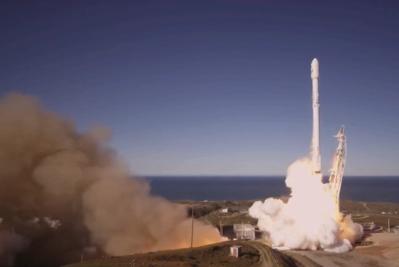 Успех! Ракетата Фолкън 9 се върна в експлоатация след благополучно изстрелване, последвано от кацане на първата степен върху плаваща платформа!