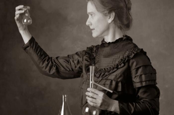 Тази известна снимка на Мария Кюри всъщност не изобразява Мария Кюри