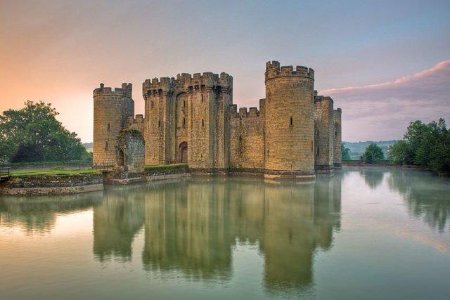 Тайните на средновековните замъци: Стълбищата са строени по посока на часовниковата стрелка съвсем основателно