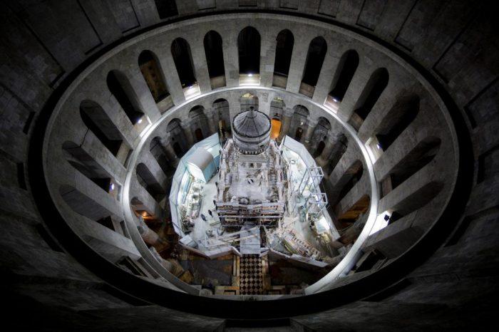 """Гробницата на Христос в Риск от """"Катастрофално"""" Разпадане"""