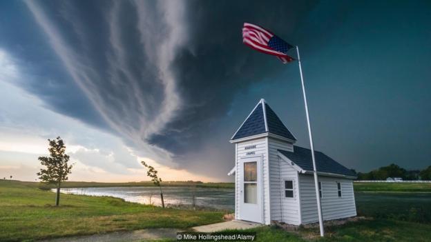 """""""Bow echo"""" над Южна Дакота. Credit: Mike Hollingshead/Alamy"""