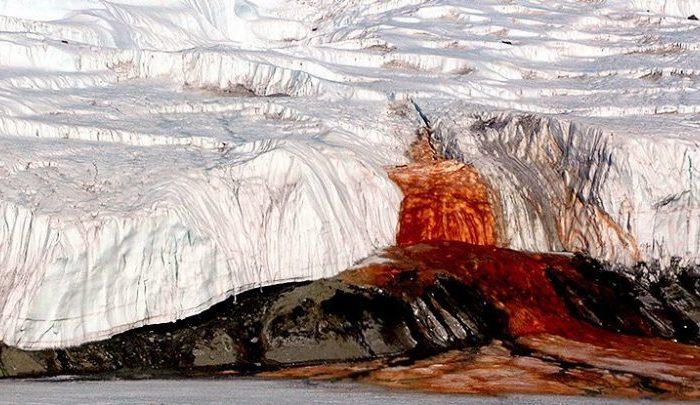 Мистериозният път на кървавите водопади в Антарктида най-накрая е разкрит