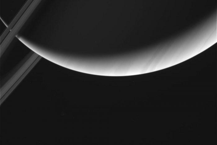 Касини откри, че пространството между Сатурн и пръстените е празно!