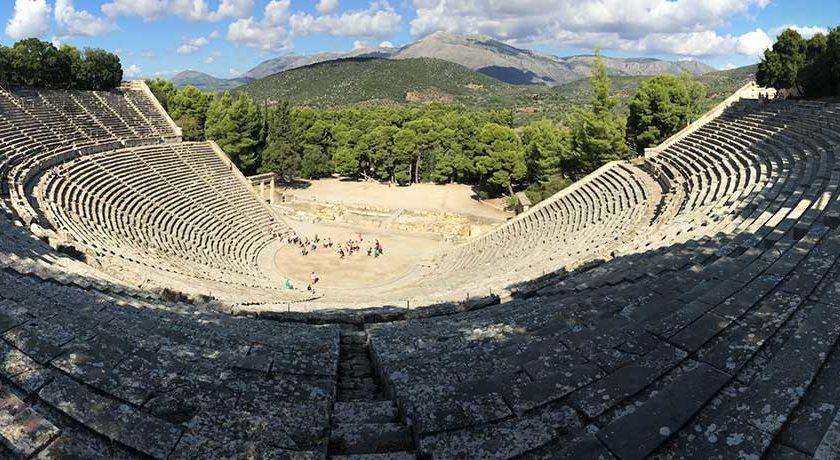 Гръцкият амфитеатър в Епидавър е прочут с акустиката си, но успех с чуването на шепот, ако застанете на някой заден ред.