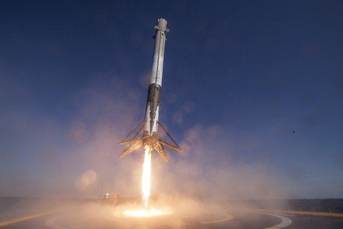 Видео. Някои детайли около изстрелването на първия български комуникационен сателит с помощта на Falcon 9 на SpaceX