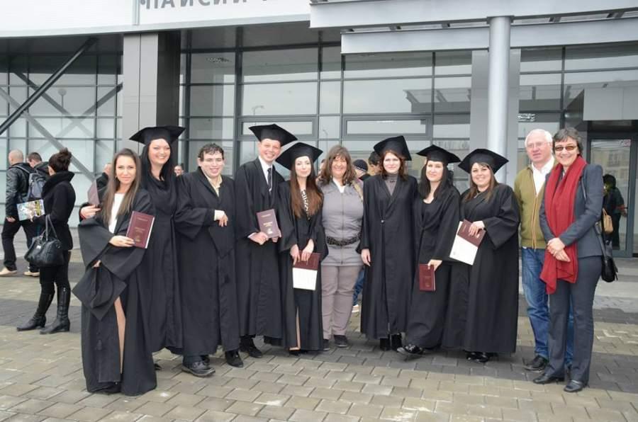 """След раздаването на дипломите на първия випуск по Социална антропология в ПУ """"Паисий Хилендарски""""; тази специалност стартира през 2009 и продължава да съществува единствено в ПУ и до днес."""