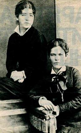 Христина Хранова (седнала) като курсистка в института в Киев (вероятно 1879 г.)