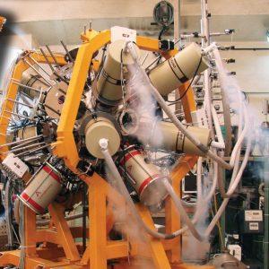Фиг.4. Многодетекторната система ROSPHERE, съдържаща 14 HPGe и 10 LaBr3 детектори, инсталирана на 9 MV Тандем.