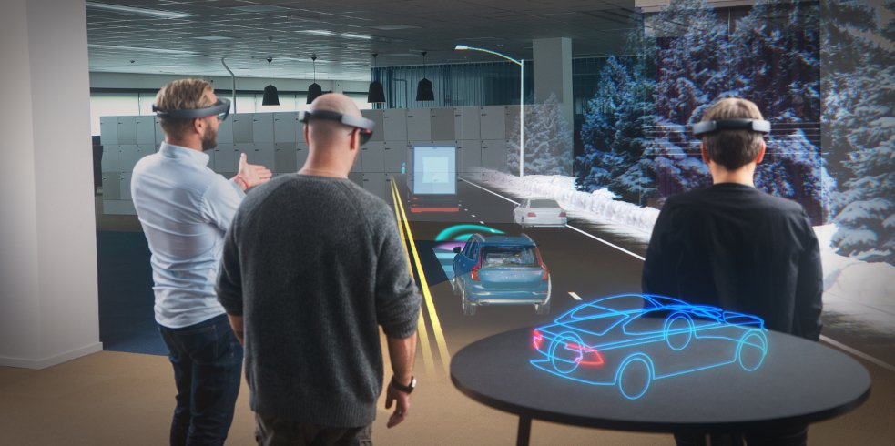 Добавената реалност може да помогне на колектива да обсъжда проекти като показва обектите пред тях. Credit: Microsoft