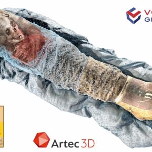 Изображенията от компютърен томограф (КТ) на мумията са слети с триизмерните скенерни изображения, за да се изгради полученият триизмерен модел. Credit: Courtesy of Volume Graphics