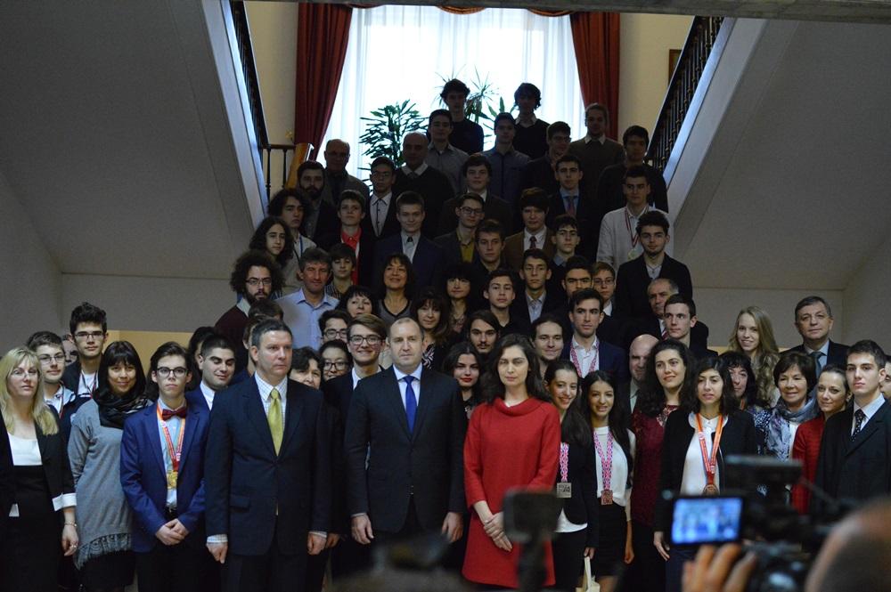 Традиционната обща снимка на Президента на България с олимпийската общност