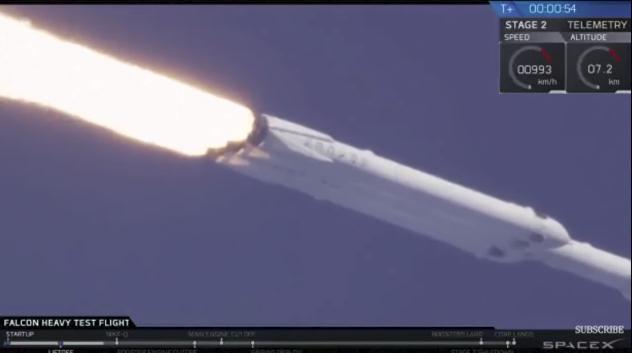 """Илон Мъск, противно на обещаното миналата година, оповести, че новата тежкотоварна ракета """"Фолкън Хеви"""" няма да се ползва за туристически полети до Луната. Credit: SpaceX"""