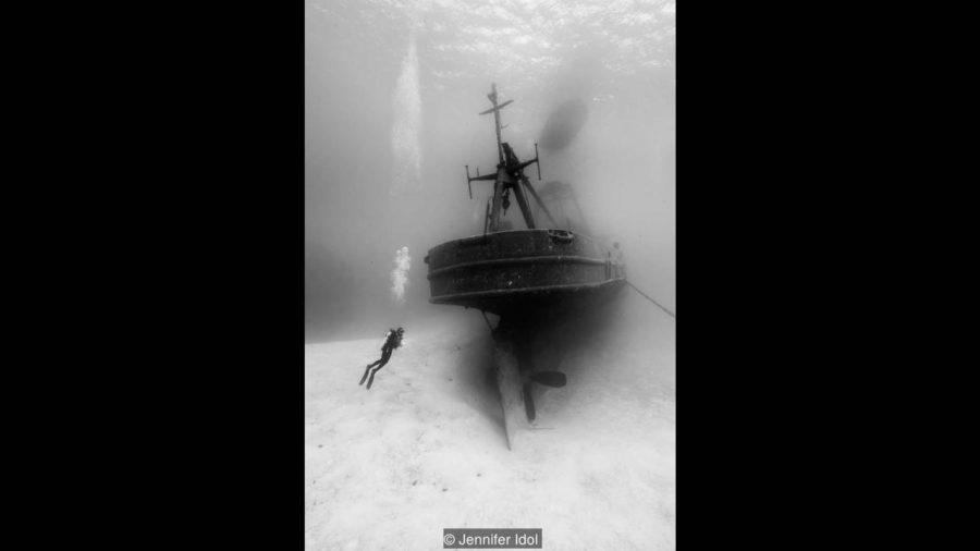 USS Kittiwake служел като спасителна подводница преди да потъне и да се превърне в място за гмуркане. Credit: Jennifer Idol