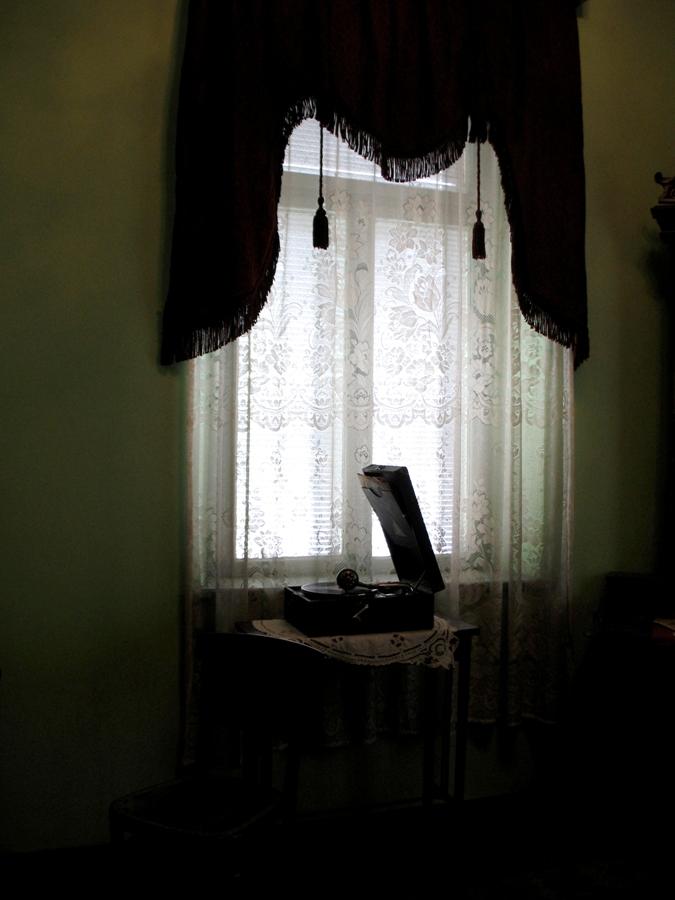 Грамофон в гостната. Снимка: Ива Кръстанова