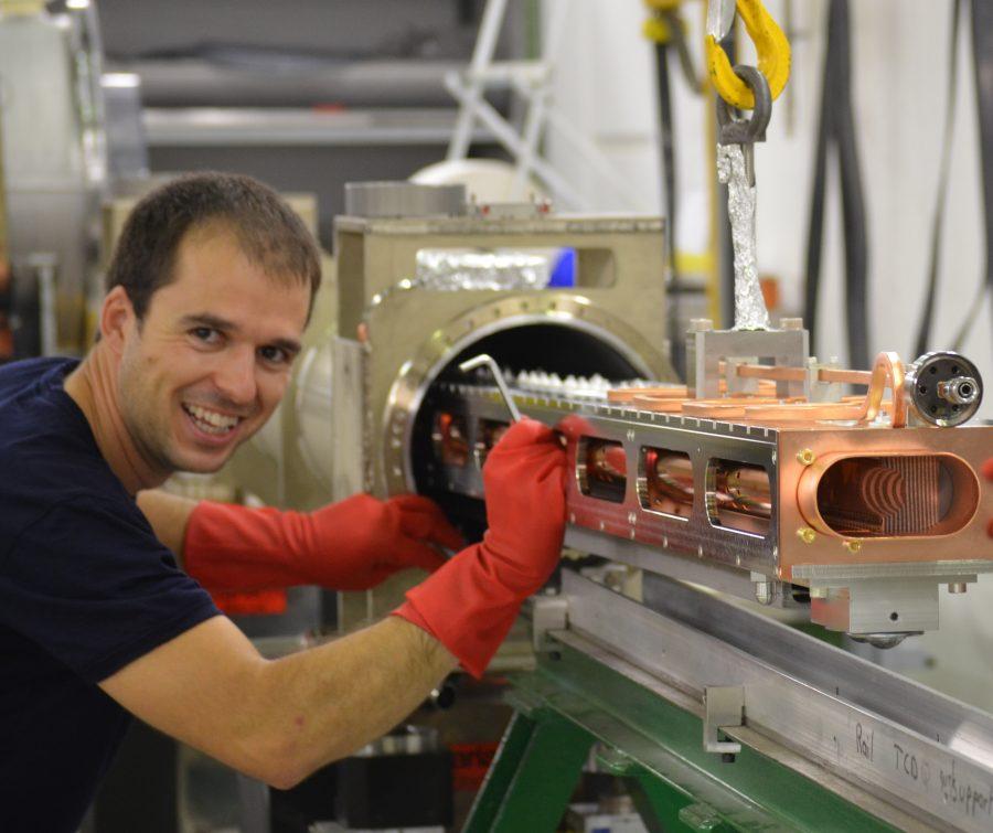 Монтаж на защитен абсорбер ТCDQ за LHC