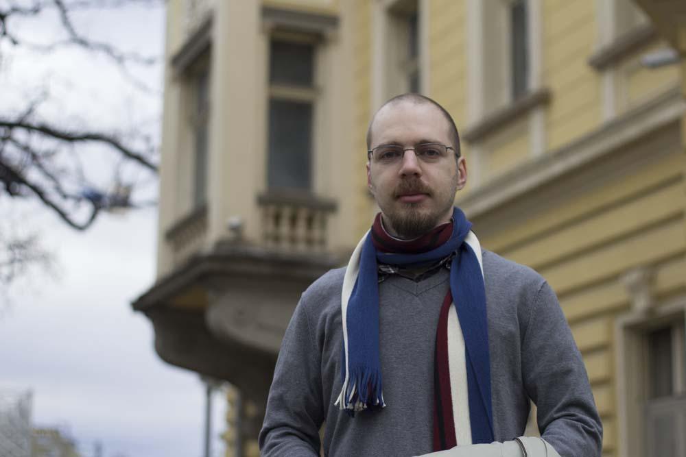 Ленко Григоров пред Княжеския дворец в София
