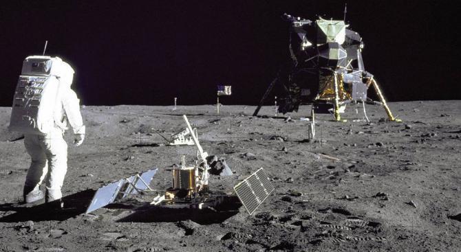 """[АУДИО] Мисията """"Аполо"""" – 40 години от кацането на човек на Луната"""