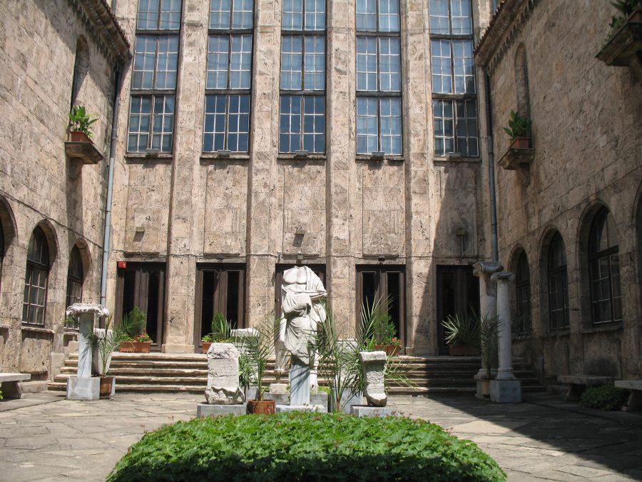 Статуята на Асклепий в лапидариума. Снимка: Росица Ташкова