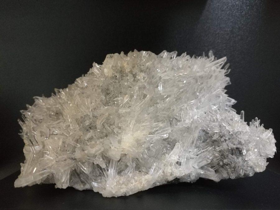 Планински кристал (кварц) и сфалерит. Снимка: Илко Качаров