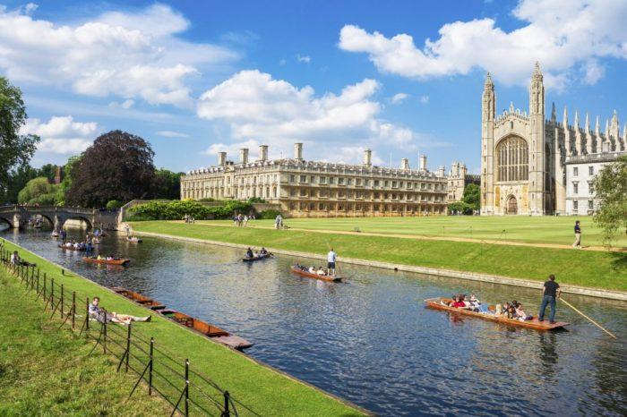 Великобритания запазва таксите за бакалаври от Европейския съюз