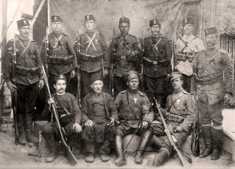 Опълченецът Марин Михайлов Мариновски в Гюмюрджина заедно с баща си, братята си и други бойни другари опълченци.