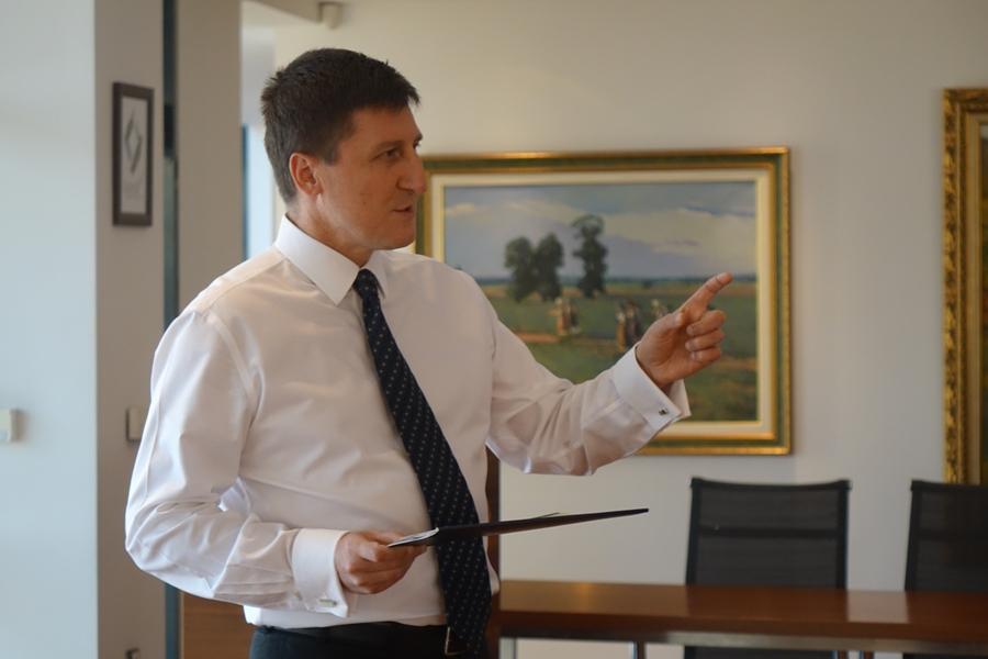 Станимир Каролев, основател и председател на УС на фондация Карол Знание, е председател на журито