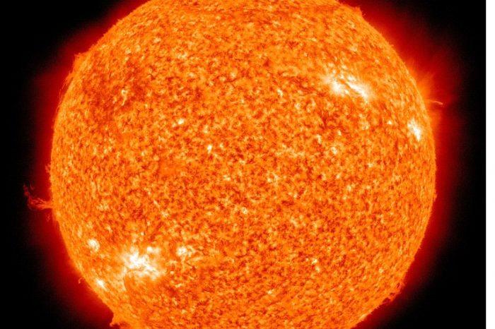 Защо космическото пространство е толкова студено, щом Слънцето е толкова горещо?