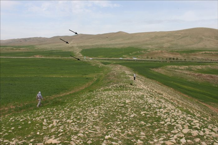 Загадката около древната стена открита в Западен Иран
