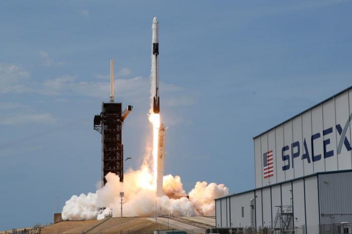 Капсулата на SpaceX за транспорт на астронавтите на НАСА, е предвидена за завръщане на 2 август