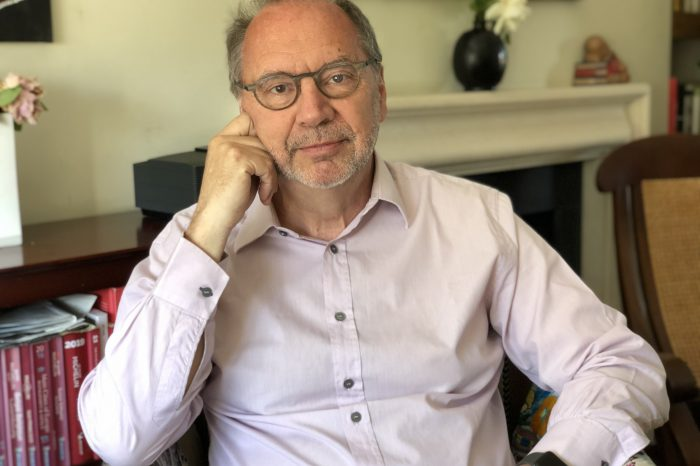 """""""Ние сме едва в началото на пандемията от Covid-19"""" - интервю с проф. Петер Пиот"""